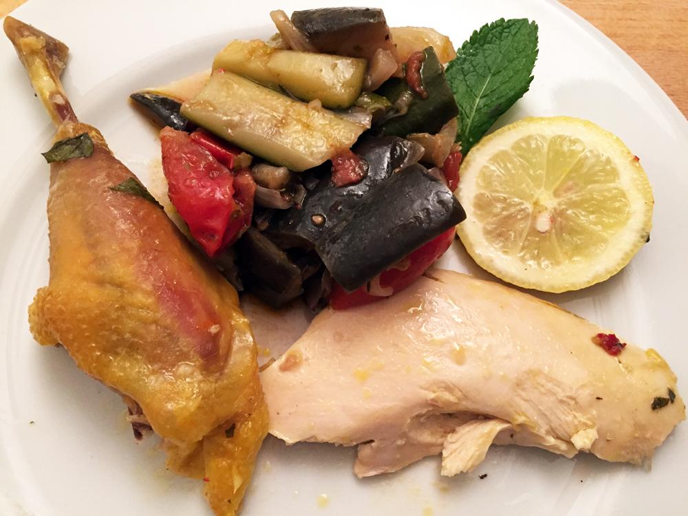 Pollo in crosta con menta e limone, impiattamento