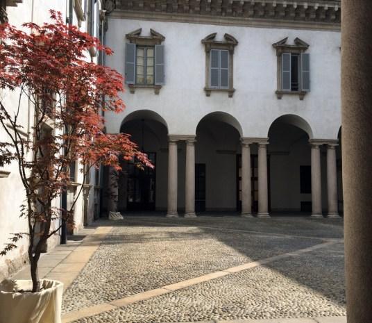 Palazzo Cusani, Portico del Cortile