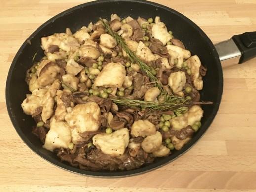 Pollo con funghi e castagne