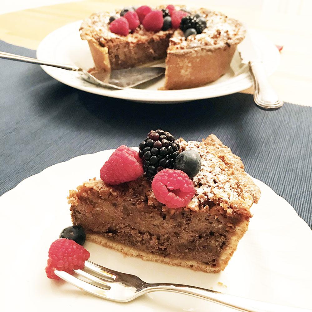 Crostata con amaretti e crema di ricotta al cioccolato