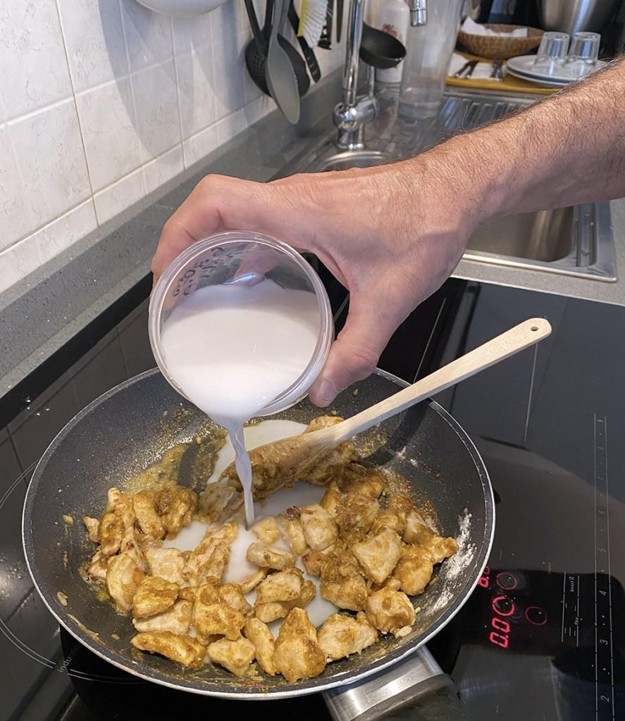 Petti di pollo al curry e latte di cocco