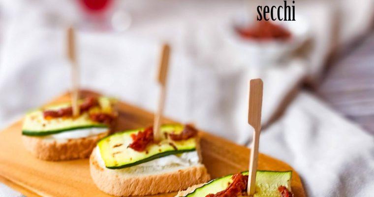 Bruschette mozzarella, zucchine e pomodori secchi