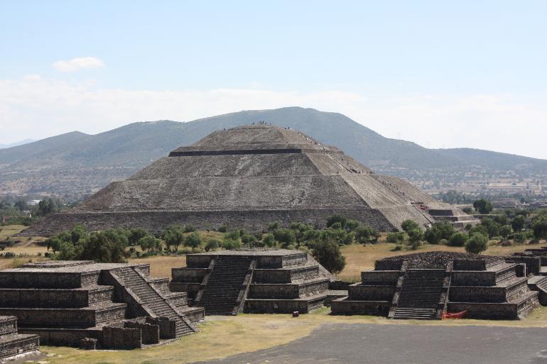 piramide del sol desde la piramide de la luna