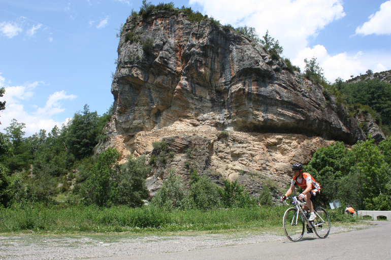 ciclista por carretera del pirineo