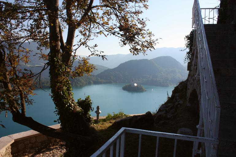 vistas del lago y la isla desde el castillo
