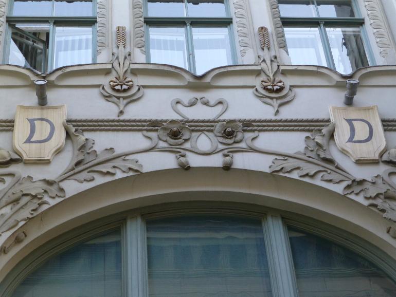 "Las ""D"" pertenecen a la inicial del primer propietario de Skunu iela"