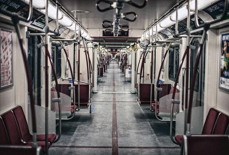 Vagón vacío del metro de Madrid