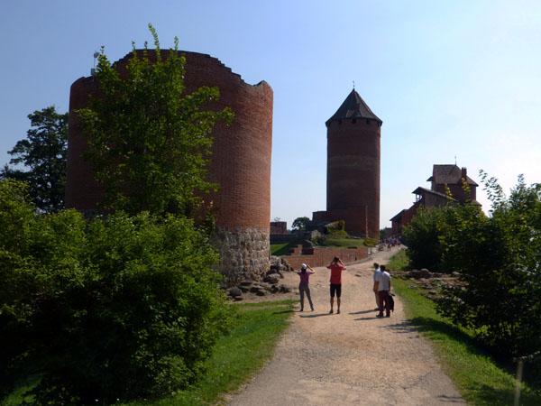 Entrada al Castillo de Turaida en el parque nacional de gauja