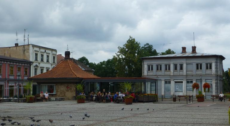 plaza de la iglesia de san juan en cesis