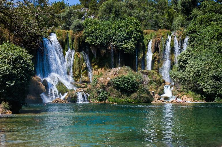 cascadas kravica en bosnia