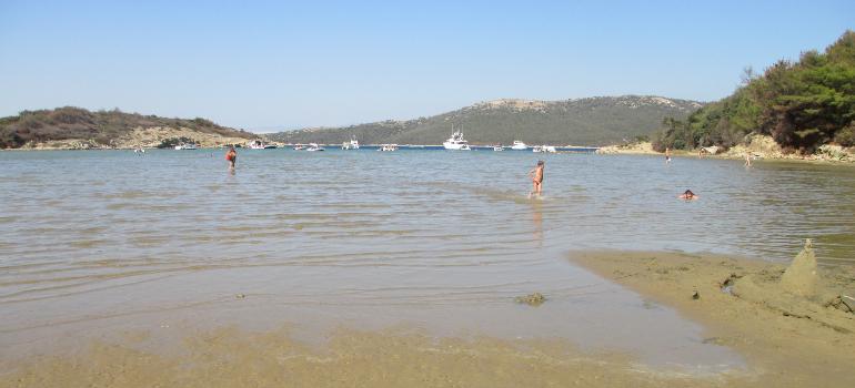 playa de arena en croacia