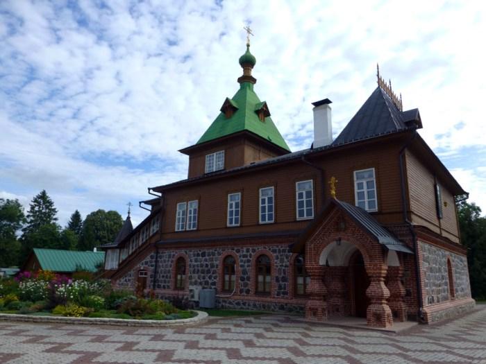 convento-Puhtitsa-en-kuremae-5