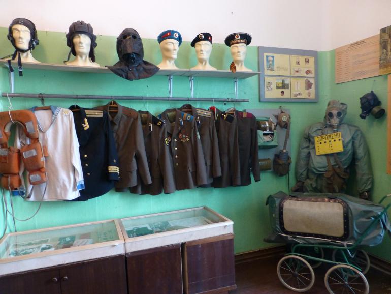 uniformes de los carceleros de karosta