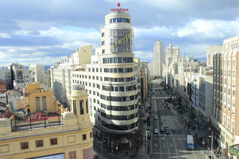 Vista panorámica del edificio Schweppes y de la Gran Vía