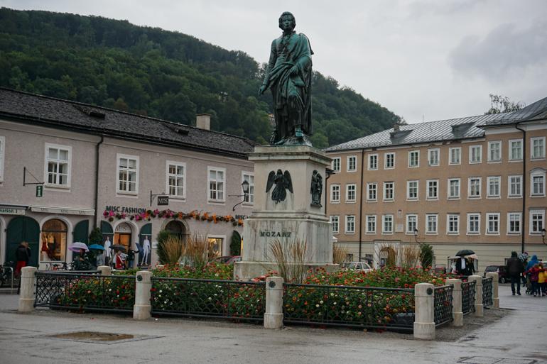Estatua de Mozart en Residenzplatz