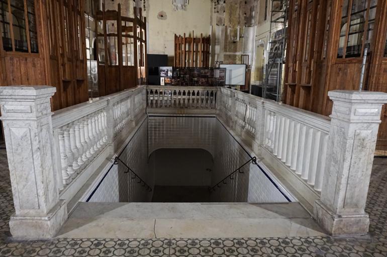 interior de la estacion internacional de canfranc