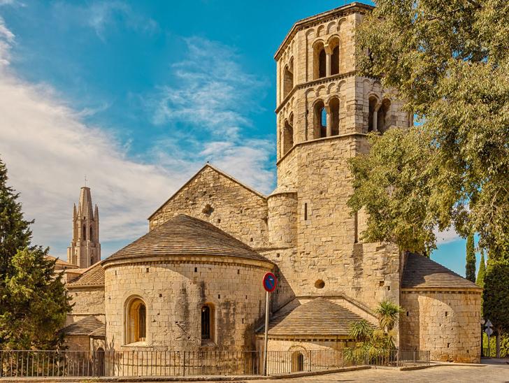 Monasterio San Pedro de Galligans, una de las localizaciones más famosas de juego de tronos en cataluña