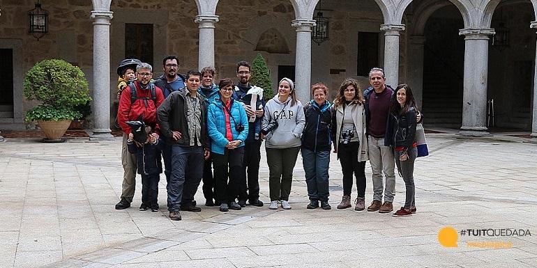 Foto de grupo en el patio del castillo de las navas del marqués