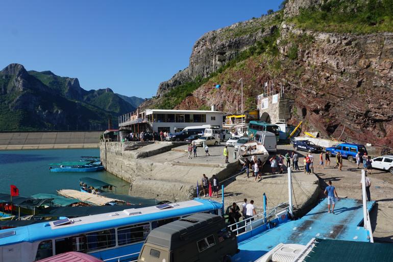 Puerto del lago Koman