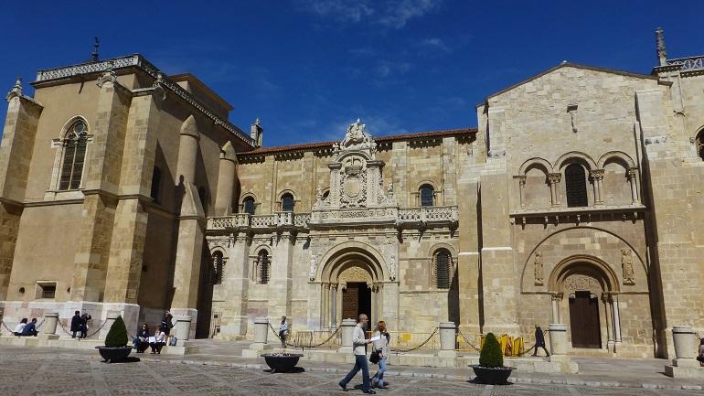 Fachada de la basílica de San Isidoro