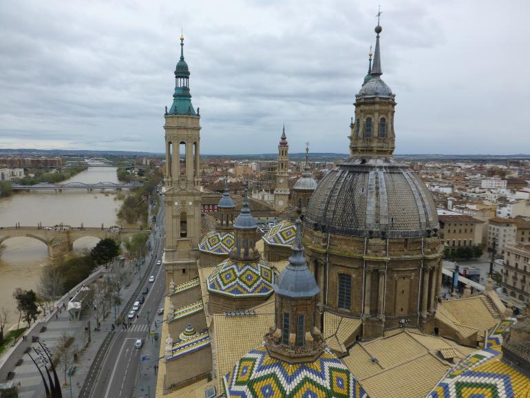 Vista de Zaragoza desde la cúpula de la torre de la basílica