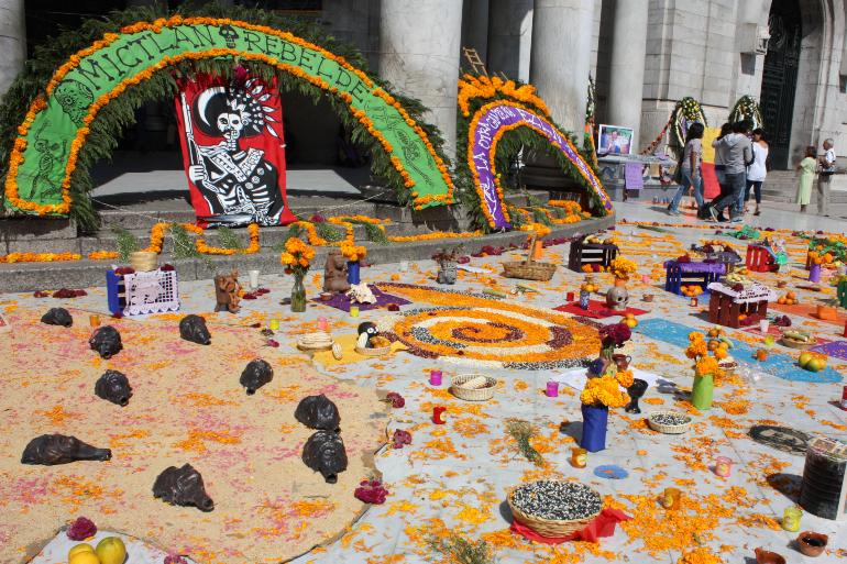 altar de muertos en el zocalo de mexico