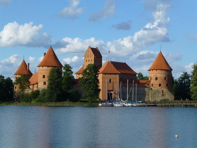 Castillo de Trakai sobre el lago