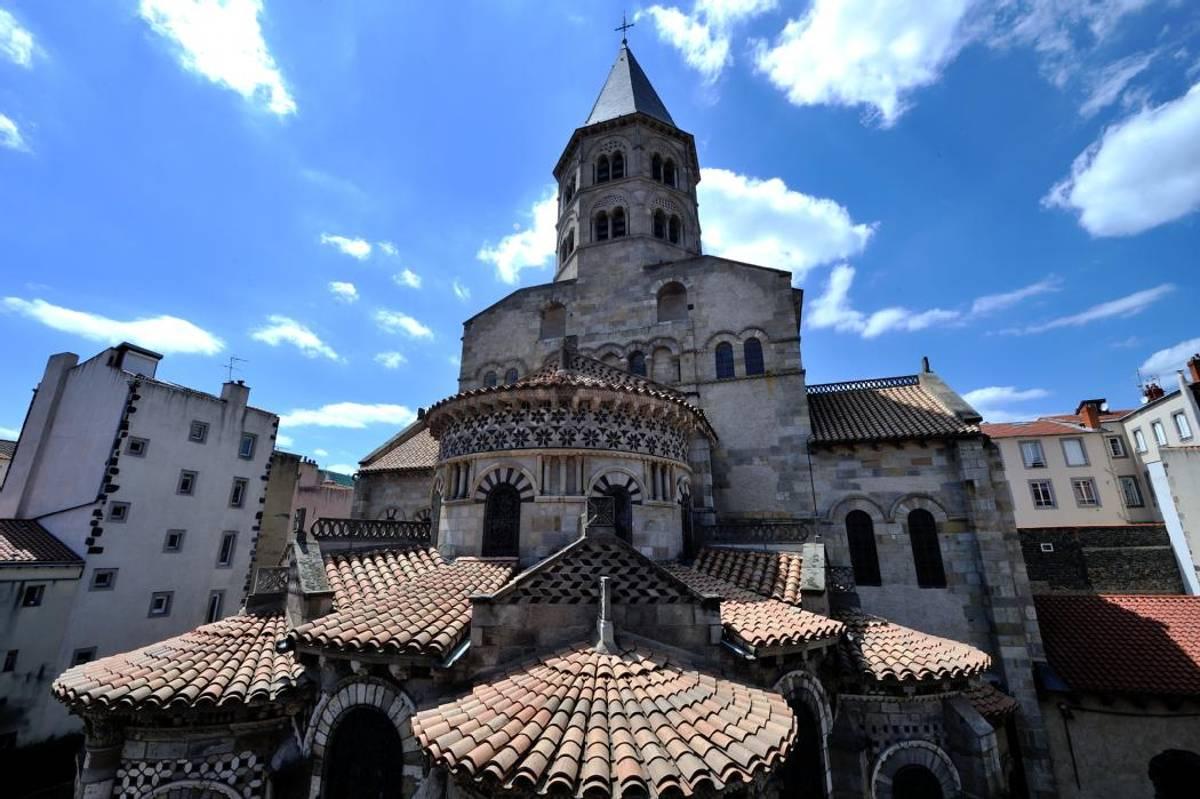 10 Lieux Incontournables Visiter Clermont Ferrand