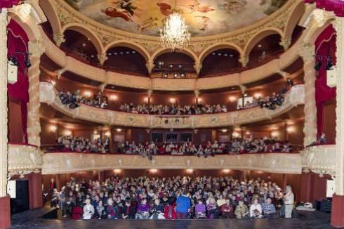Tous les bénéfices tirés du spectacle donné par Les Comédiens du Bon Théâtre iront à la Croix-Rouge. - Ronfet Bernard