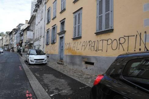 Vandalisme sur les murs de la permanence du ps à Tulle - GAUDIN Agnès