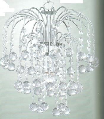 Anche le lavorazioni in vetro si sono impreziosite negli anni. Come Pulire I Lampadari Di Cristallo Trucchi E Consigli Utili
