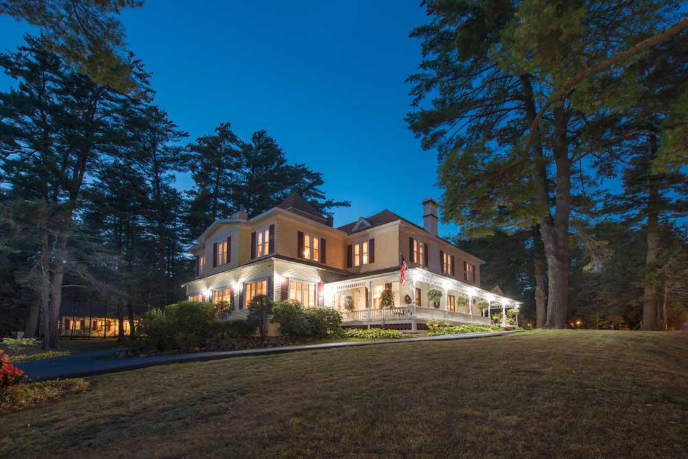 Lamplight Inn house taken at dusk