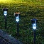 Berikan Kesan Modern di Taman Anda dengan Menggunakan Lampu Hias Taman Tenaga Solar