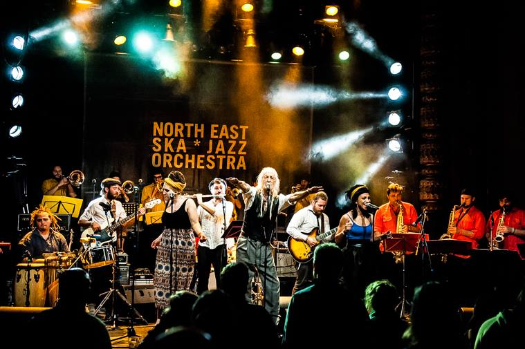 La North East Ska Jazz Orchestra in un'esibizione dal vivo