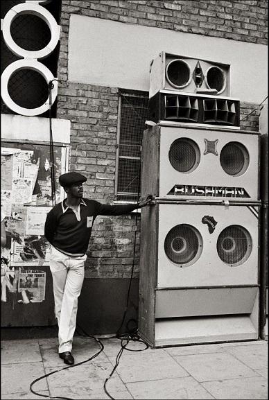 Un dj della scena reggae a Londra