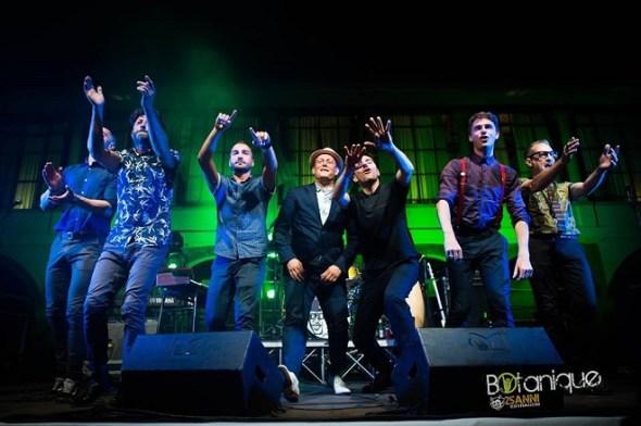 I Bluebeaters sul palco in conclusione del loro live a Bologna, luglio 2018