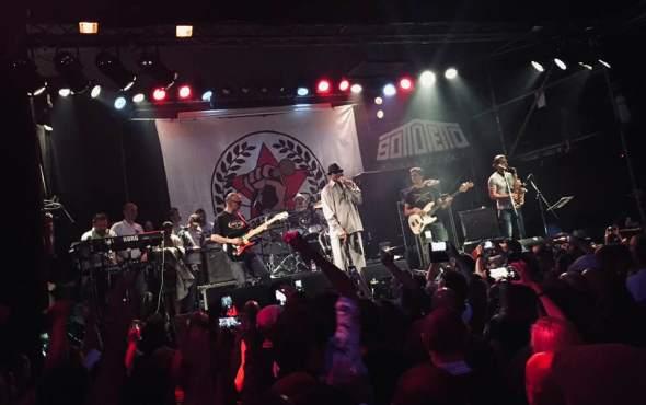 Un momento dell'esibizione di Derrick Morgan a Bologna City Rockers