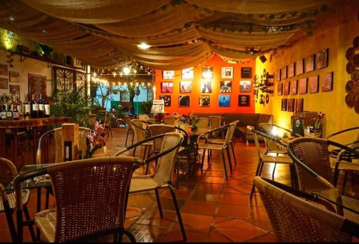 Café y Arte vía Termales de Rivera.