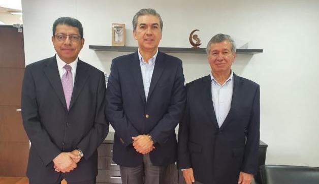 El embajador Sami Salem acompañado de los huilenses Luis Humberto Jiménez, director Servicios Postales Nacionales4-72 y el empresario Diego Ospina.