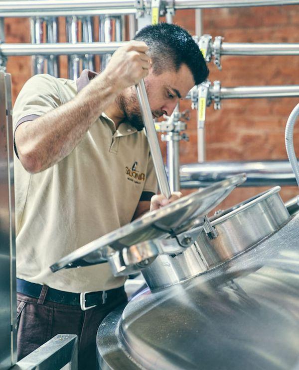 La elaboración de la cerveza artesanal puede llevar en algunos casos hasta 30 días.FOTO:GENTILEZA