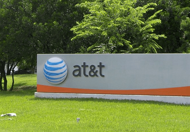 REPORT: AT&T forcing American workers to train foreign replacements