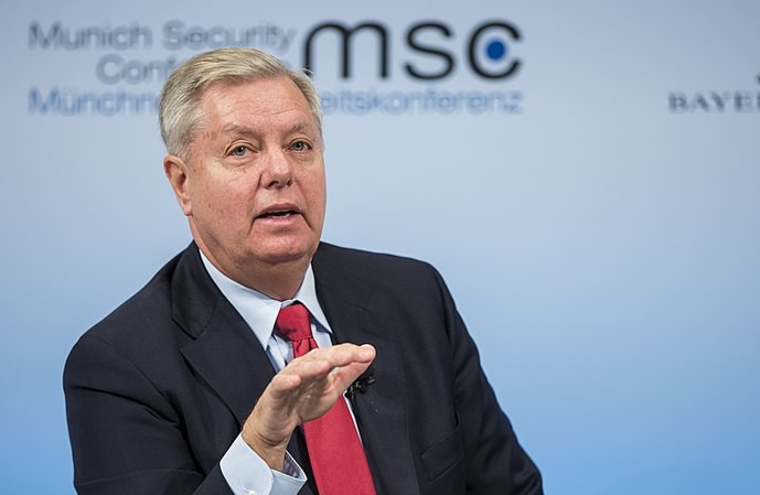 Lindsey Graham openly committed a crime in the Senate building
