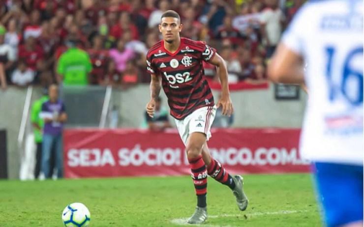 Flamengo encaminha a venda de Vinícius Souza; Lincoln deve ser o próximo a  sair   LANCE!