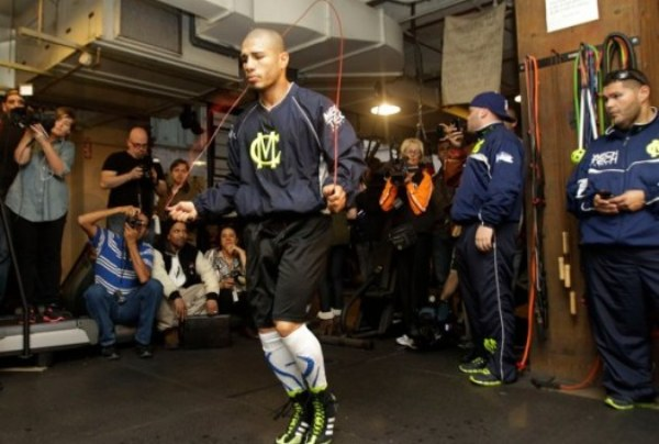 LanceScurv TV – Super Welterweight Boxing Champion Miguel Cotto Arrives For Training!