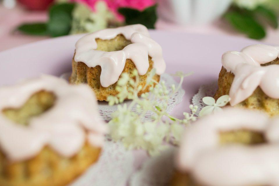 Apfel Muffins und Mini Napfkuchen mit Frischkäsetopping