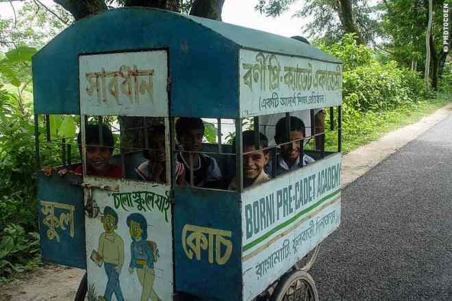 Kids in a School Bus, Bangladesh (©photocoen)