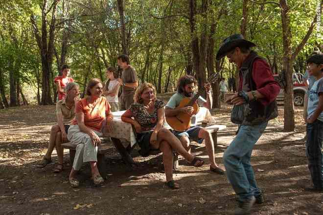Sharing time with locals in Argentina (©photocoen)