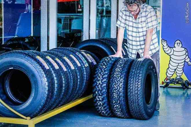 Which car tires to pick? [©photocoen]