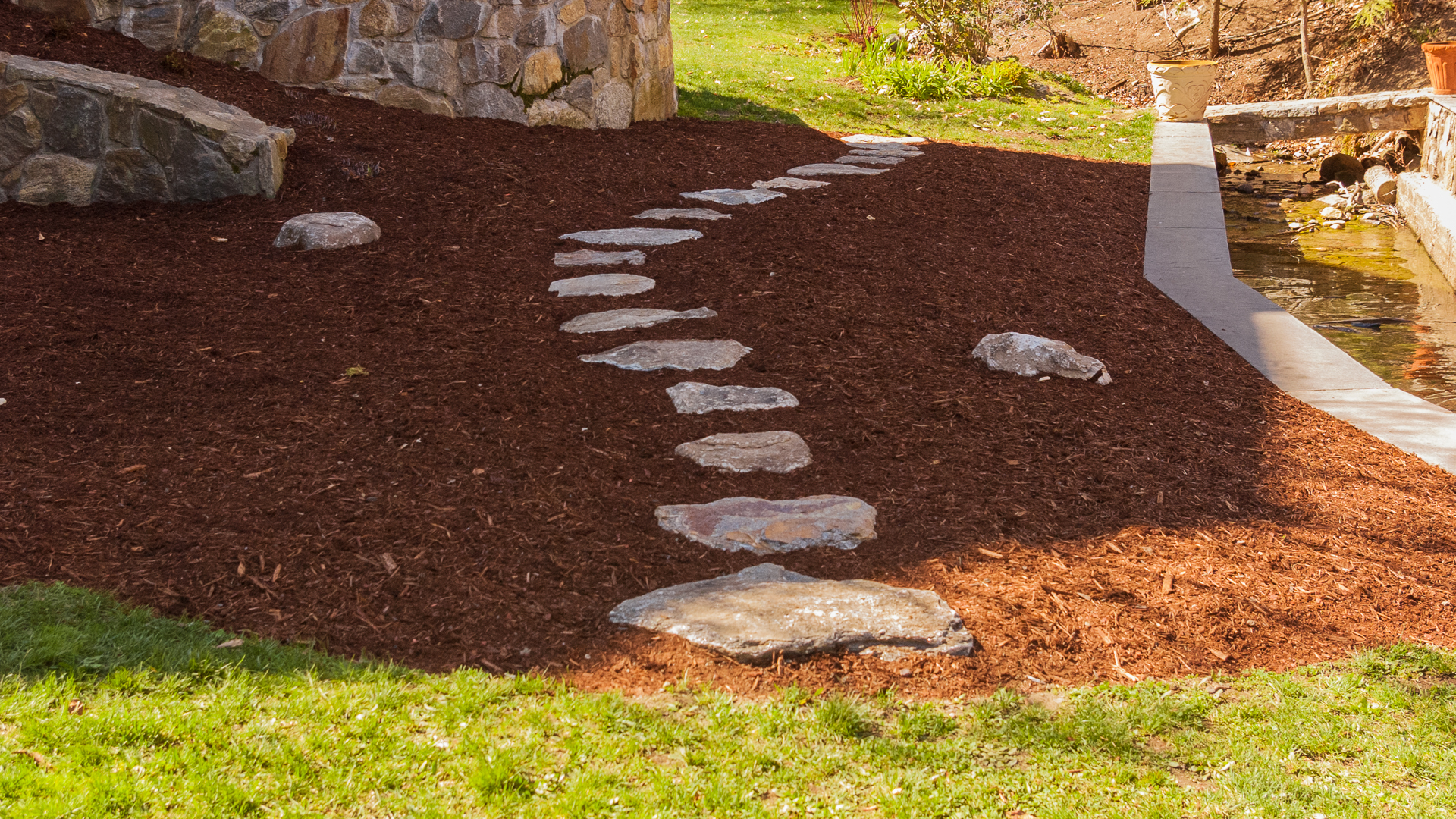 How to create a curved stepping stone path land designs for Stepping stone designs garden