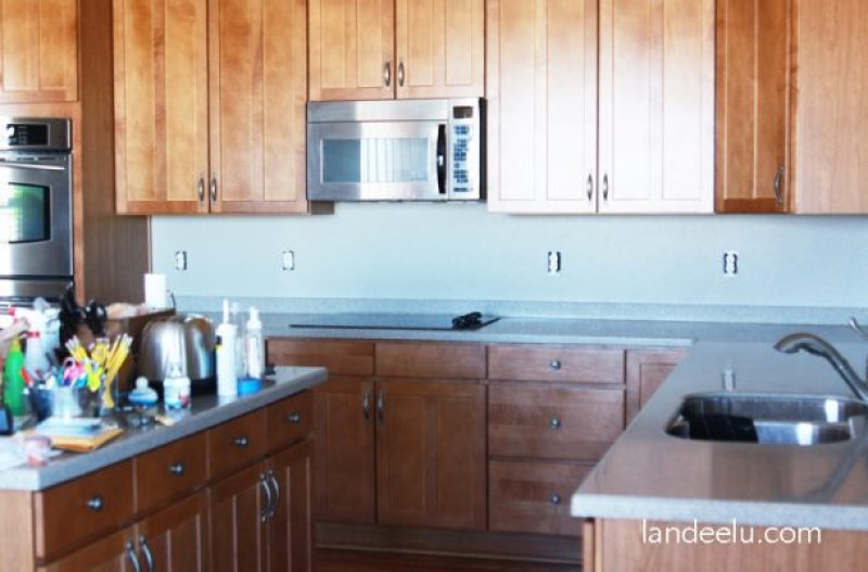 Easy vinyl backsplash for the kitchen! There's a video on how to apply it too. Easily removed so it's perfect for renters like me.